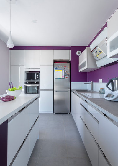Contemporary Kitchen by Bulles & Taille-crayon