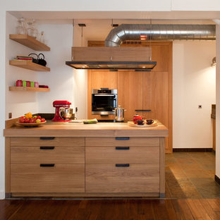 Idées déco pour une cuisine ouverte parallèle contemporaine avec une péninsule.