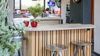 Création d'un bar sur mesure avec tablettes suspendus