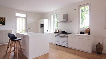 Création d'une cuisine blanche contemporaine et éclectique