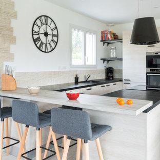 Cette photo montre une cuisine scandinave.
