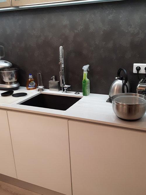 cuisine avec ilot laqu blanc brillant plan de travail quartz blanc. Black Bedroom Furniture Sets. Home Design Ideas