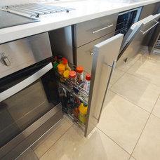 Contemporary Kitchen by Cozinha Cuisine