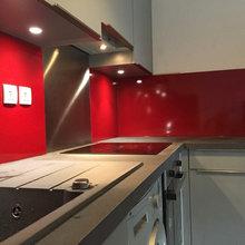 Cuisine Facade Gris Brillant Credence Rouge Modern Kitchen