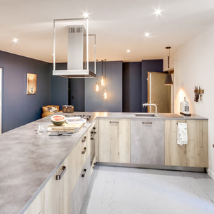 Large contemporary eat-in kitchen ideas - Example of a large trendy l-shaped terra-cotta floor and gray floor eat-in kitchen design in Paris with an undermount sink, beaded inset cabinets, light wood cabinets, concrete countertops, no island and gray countertops