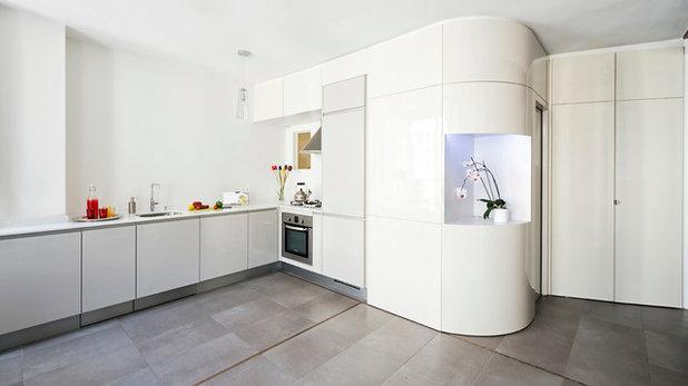 Современный Кухня by Bertina Minel architecture