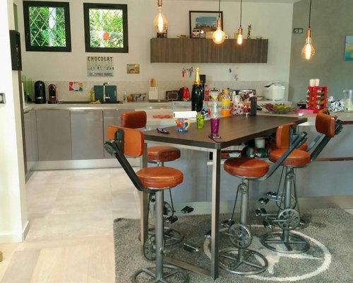 Cucina abitabile moderna con ante viola foto e idee per