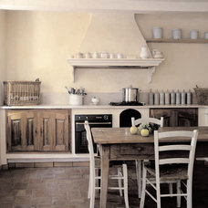 Farmhouse Kitchen by Décoration et provence