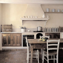 mediterranean kitchen by Décoration et provence