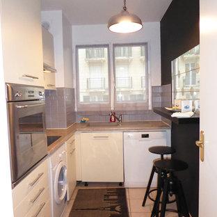 Пример оригинального дизайна: маленькая отдельная, угловая кухня в современном стиле с одинарной раковиной, плоскими фасадами, бежевыми фасадами, столешницей из гранита, серым фартуком, техникой из нержавеющей стали, полом из терракотовой плитки, розовым полом, коричневой столешницей и фартуком из керамической плитки без острова
