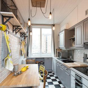 Inspiration pour une cuisine américaine design en L de taille moyenne avec un évier posé, des portes de placard grises, une crédence blanche, un électroménager en acier inoxydable, un sol en carrelage de céramique, aucun îlot et une crédence en carrelage métro.