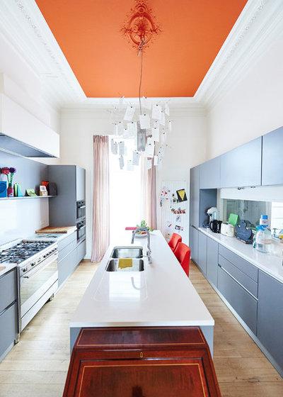 Contemporary Kitchen by AUXAU