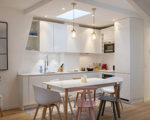 Small kitchen design ideas renovations photos with cement flooring - Idee deco style scandinave ...
