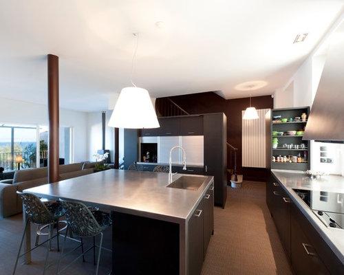 K chen mit schwarzen schr nken und teppichboden ideen bilder houzz - Foto ilot cuisine ...