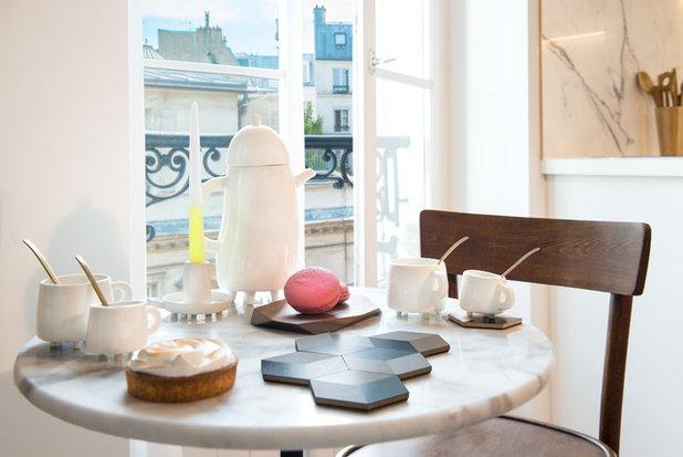 visite priv e une chambre de bonne transform e en un studio astucieux. Black Bedroom Furniture Sets. Home Design Ideas