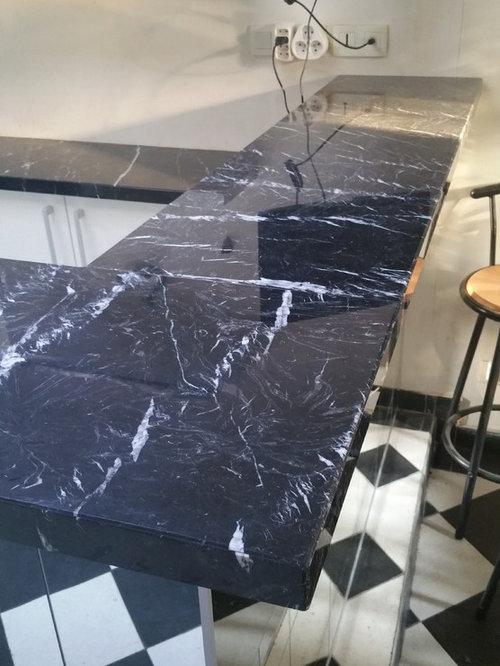 magnifique cuisine avec plan de travail et bar en marbre noir marquina. Black Bedroom Furniture Sets. Home Design Ideas