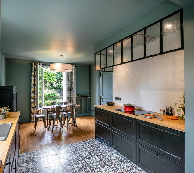 Современный Кухня by AMOS