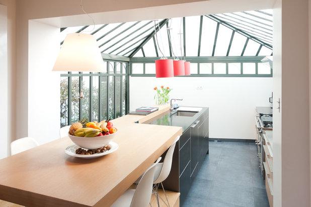 Contemporary Kitchen by Yves Mahieu - SPOUTNIK architecture