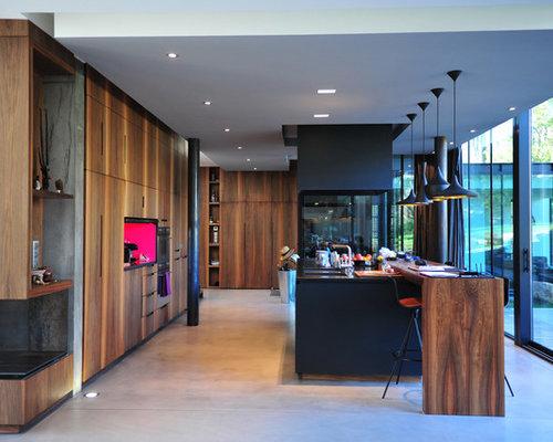 ide de dcoration pour une grande cuisine ouverte linaire design avec des portes de placard en