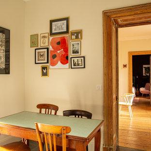Inspiration pour une cuisine linéaire rustique de taille moyenne avec un plan de travail en terrazzo.