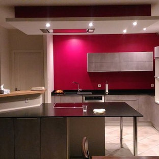 Mid-sized contemporary kitchen appliance - Kitchen - mid-sized contemporary terra-cotta floor and beige floor kitchen idea in Toulouse with red backsplash and an island