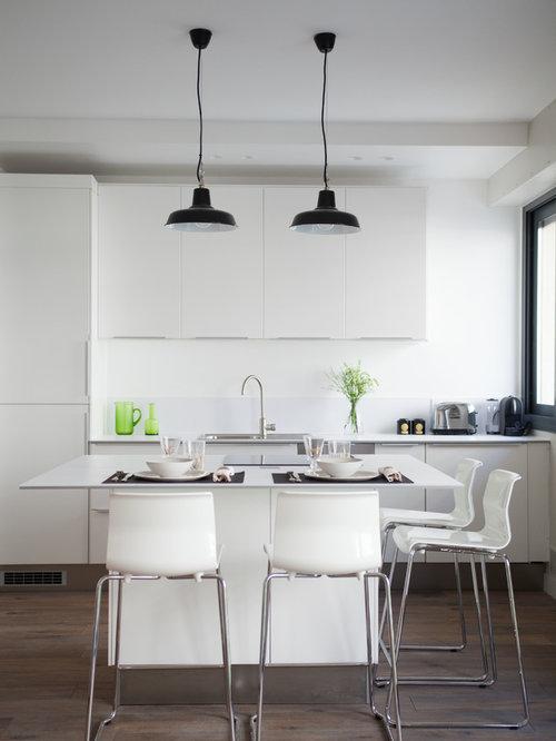 Cuisine de taille moyenne avec des portes de placard for Taille moyenne cuisine