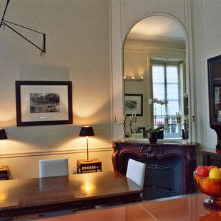 Idéer för vintage oranget kök, med en dubbel diskho, luckor med glaspanel, svarta skåp, bänkskiva i koppar, orange stänkskydd, stänkskydd i sten, rostfria vitvaror, mellanmörkt trägolv, en köksö och svart golv