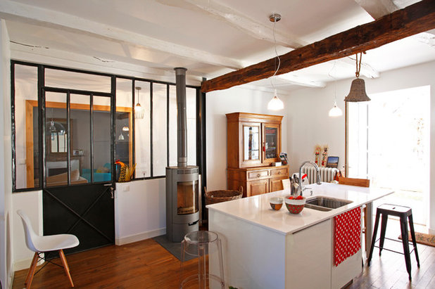 Eclectic Kitchen by Mauna Architectes