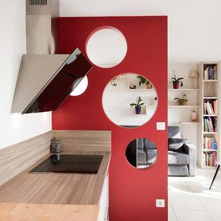 Inspiration för mellanstora moderna linjära kök med öppen planlösning, med vita skåp