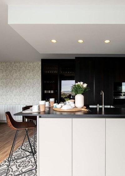 Современный Кухня by Octant Design