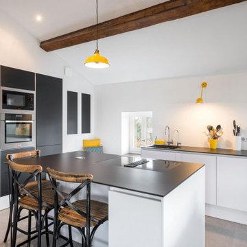 Rénovation et création d'une cuisine sur mesure dans un appartement logé dans un