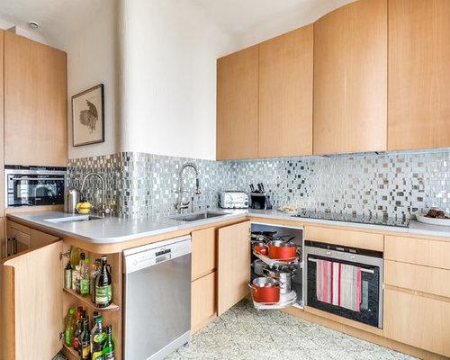 k chen mit k chenr ckwand in grau und r ckwand aus spiegelfliesen ideen design bilder houzz. Black Bedroom Furniture Sets. Home Design Ideas