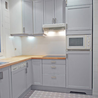 Design ideas for a mid-sized midcentury l-shaped separate kitchen in Paris with an undermount sink, flat-panel cabinets, grey cabinets, wood benchtops, white splashback, vinyl floors and no island.