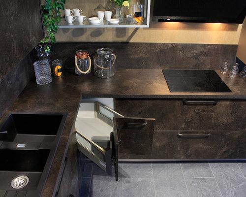 75 Modern Clermont-Ferrand Open Concept Kitchen Design Ideas ...