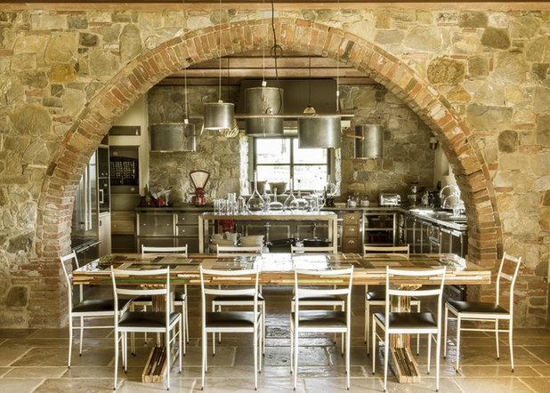 Le case di houzz lusso toscano di campagna in vera pietra for Interno case americane