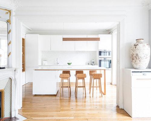 cette photo montre une cuisine ouverte parallle tendance avec un placard porte plane des - Cuisine Parallele Avec Ilot