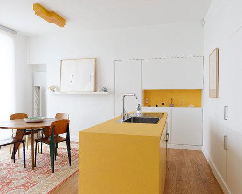 cuisine avec une cr dence jaune et un lot central photos et id es d co de cuisines. Black Bedroom Furniture Sets. Home Design Ideas