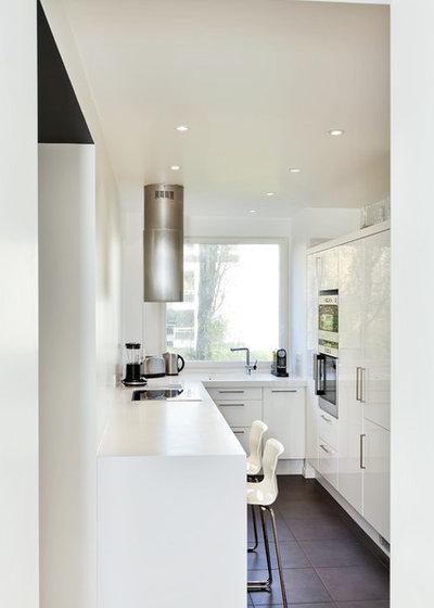 Современный Кухня by a-sh