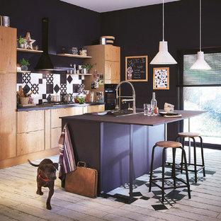 Foto de cocina comedor de galera, industrial, de tamaño medio, con fregadero encastrado, puertas de armario de madera oscura, salpicadero multicolor, electrodomésticos con paneles y una isla