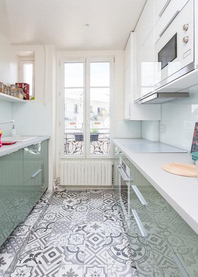 Contemporary Kitchen by QUALIRENOVATION