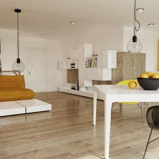 Inredning av ett modernt mellanstort kök, med en integrerad diskho, luckor med lamellpanel, gula skåp, bänkskiva i kvartsit, vitt stänkskydd, rostfria vitvaror, ljust trägolv och en halv köksö