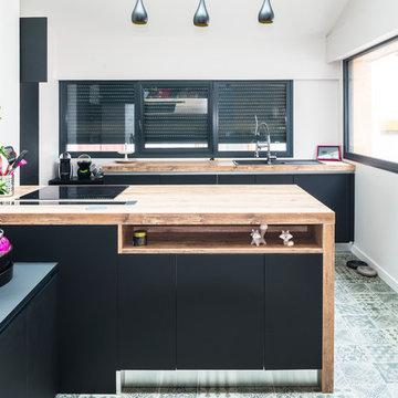 Une vieille étable transformée en triplex - cuisine contemporaine