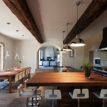 Villa d'exception dans les Alpines - Salle de séjour campagnarde
