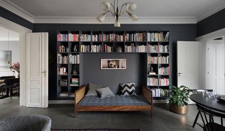 Makeover i vardagsrummet med böcker och djupa färger