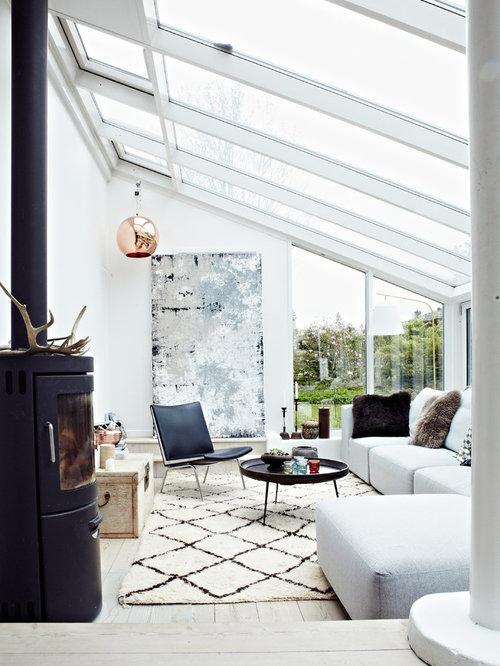 Soggiorno scandinavo con stufa a legna foto e idee per for Stufa a legna per veranda protetta