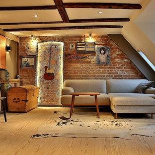 Ejemplo de salón tipo loft, rural, de tamaño medio, con paredes blancas y suelo de madera clara