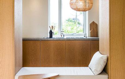 Lille indbygget lounge gør køkkenet til hjemmets omdrejningspunkt