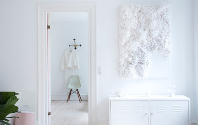 My Houzz: Extreme Minimalism Dominates This All-White Home