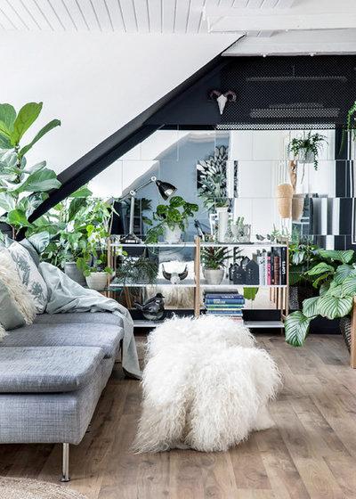 Eclectic Living Room by Boligoptimisten
