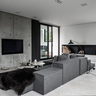 ウィルトシャーの大きいモダンスタイルのおしゃれな独立型リビング (フォーマル、白い壁、淡色無垢フローリング、横長型暖炉、レンガの暖炉まわり、埋込式メディアウォール) の写真